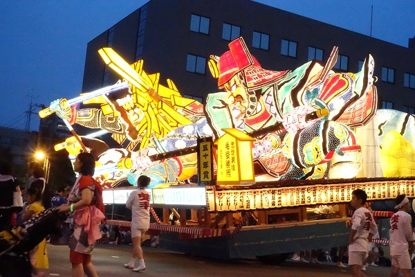 青森ねぶた祭り 車